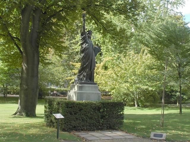 Galeries gallerie photos galerie photos paris c05 11 - Statue de la liberte jardin du luxembourg ...