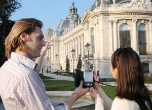 touristes guidés dans paris avec GPS